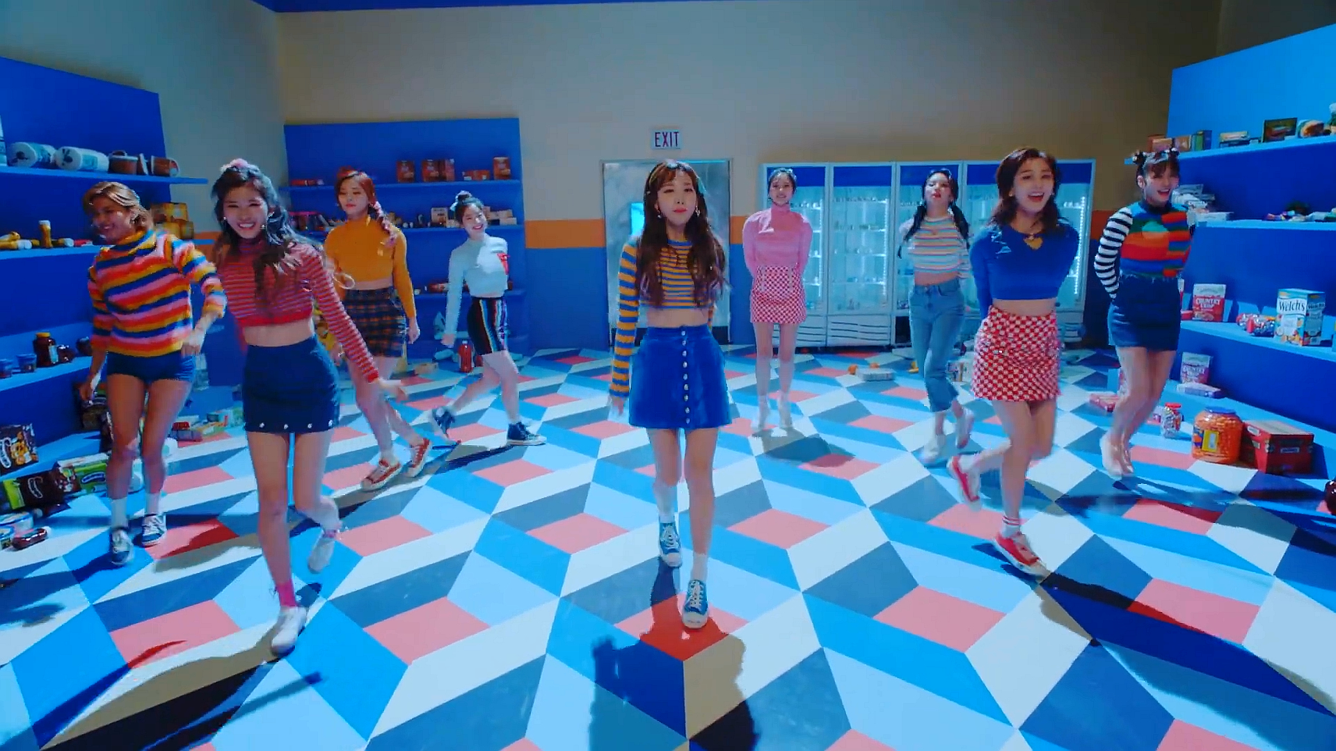 TWICE(트와이스) 'Heart Shaker' MV.mp4 (0_01_51) 001286.jpg