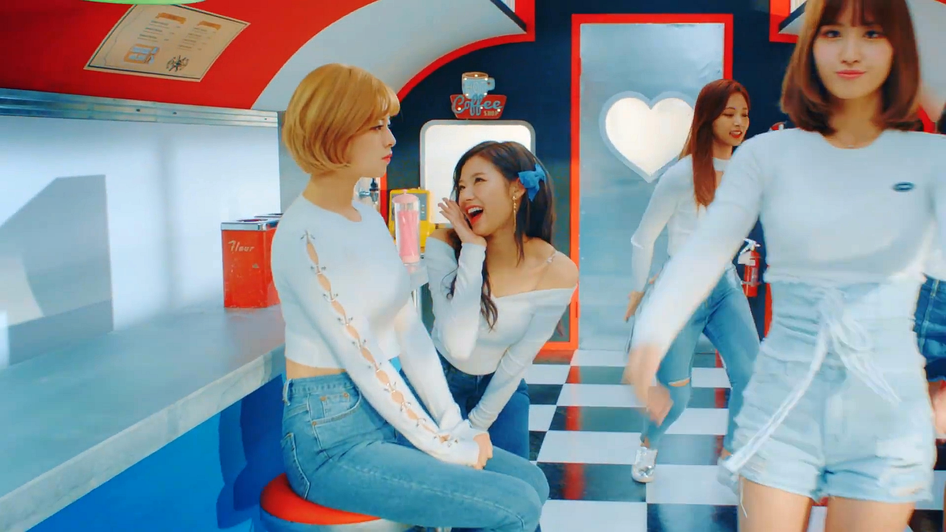 TWICE(트와이스) 'Heart Shaker' MV.mp4 (0_00_30) 001279.jpg